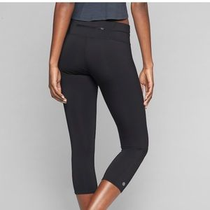 Black Athleta Sonar Capri legging